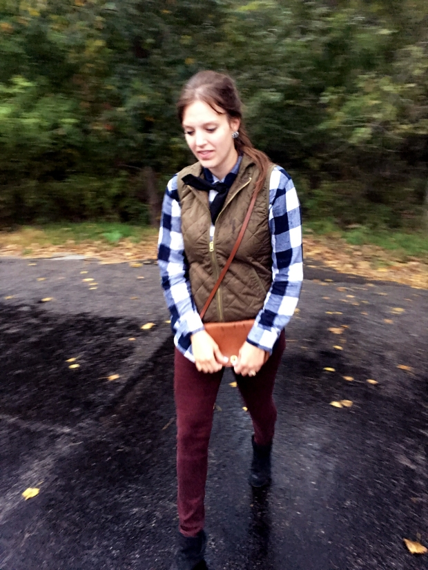 fall-booties-plaid-shirt-classic-style-classy-fashion-the-classy-artist-with-old-navy-vest-cute