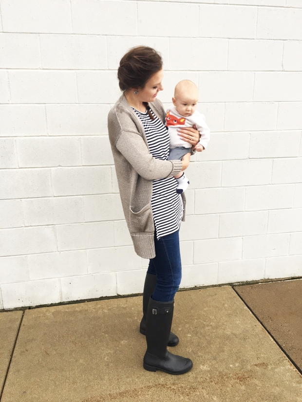 hunter-boots-old-navy-shirt-banana-republic-sweater-baby-babies-r-us-fox-sweater-the-classy-artist-art-blog-post-blogger-minnesota-2