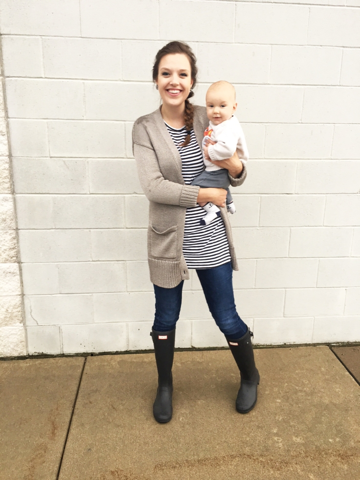 hunter-boots-old-navy-shirt-banana-republic-sweater-baby-babies-r-us-fox-sweater-the-classy-artist-art-blog-post-blogger-minnesota-3
