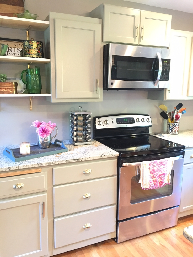 kitchen-before-and-after-oak-cabinet-makeover-paint-ugly-cabinets-grey-kitchen-remodel-diy-4