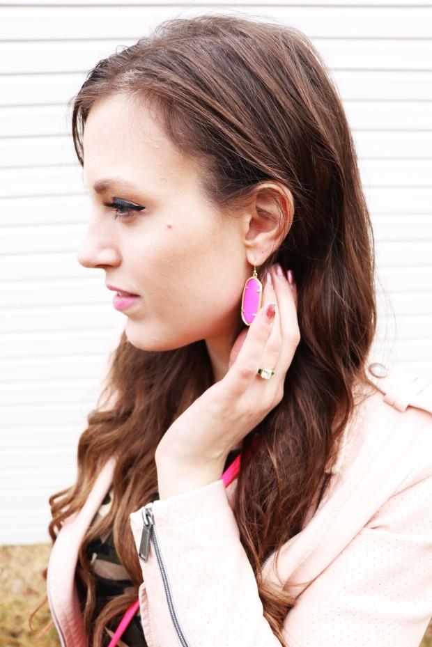 up-close-of-kendra-scott-rocks-box-earrings-2