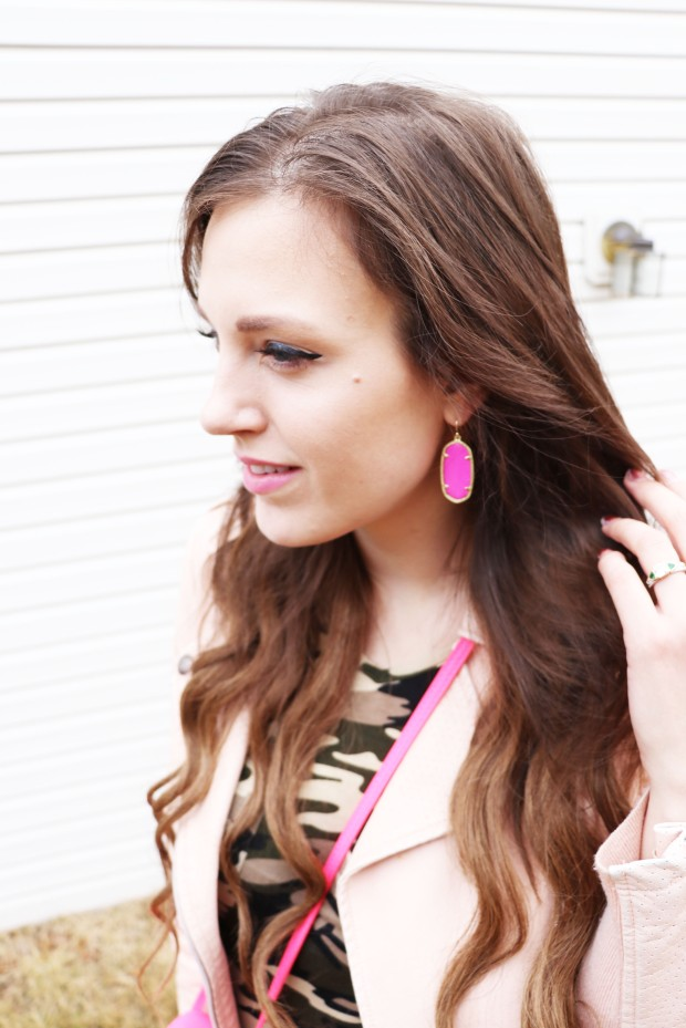 up-close-of-kendra-scott-rocks-box-earrings