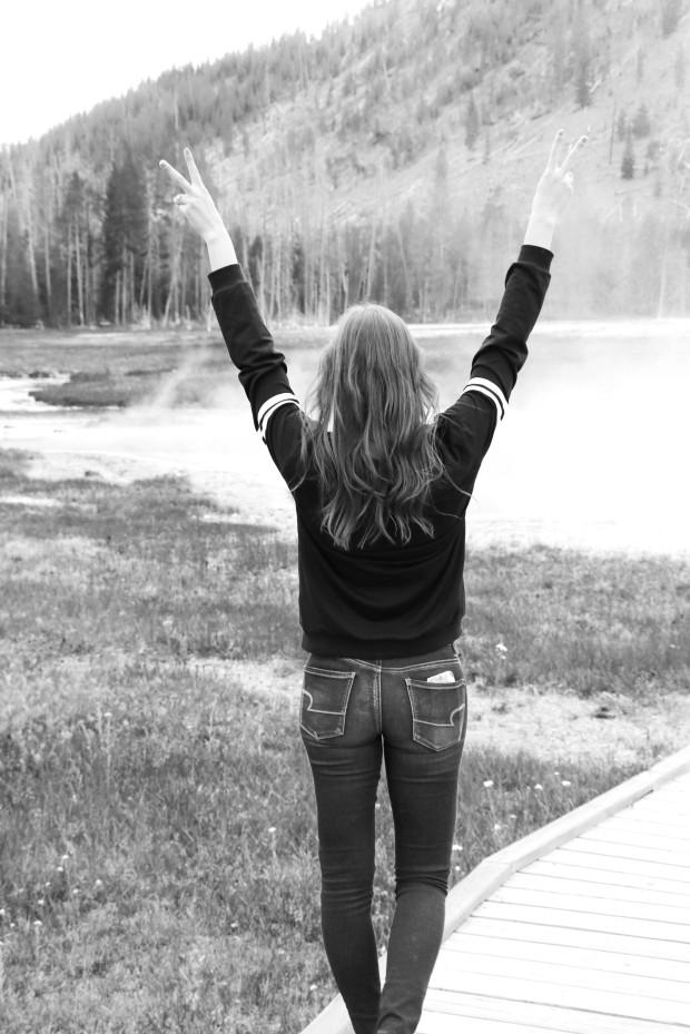 black and white black sweatshirt blogger13
