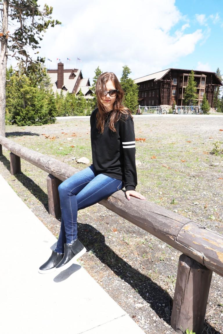 new black sweatshirt blogger 3