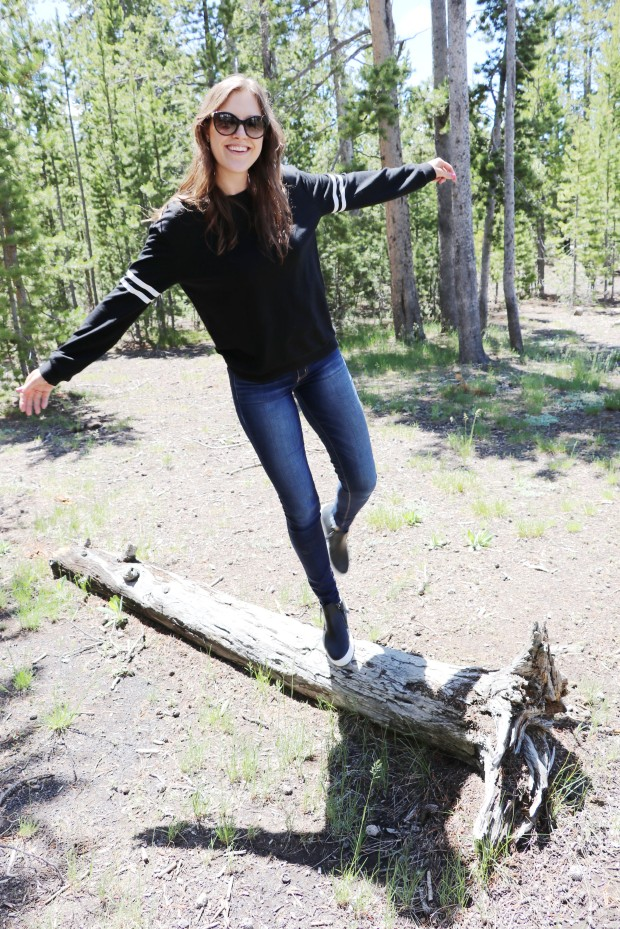 new black sweatshirt blogger 6