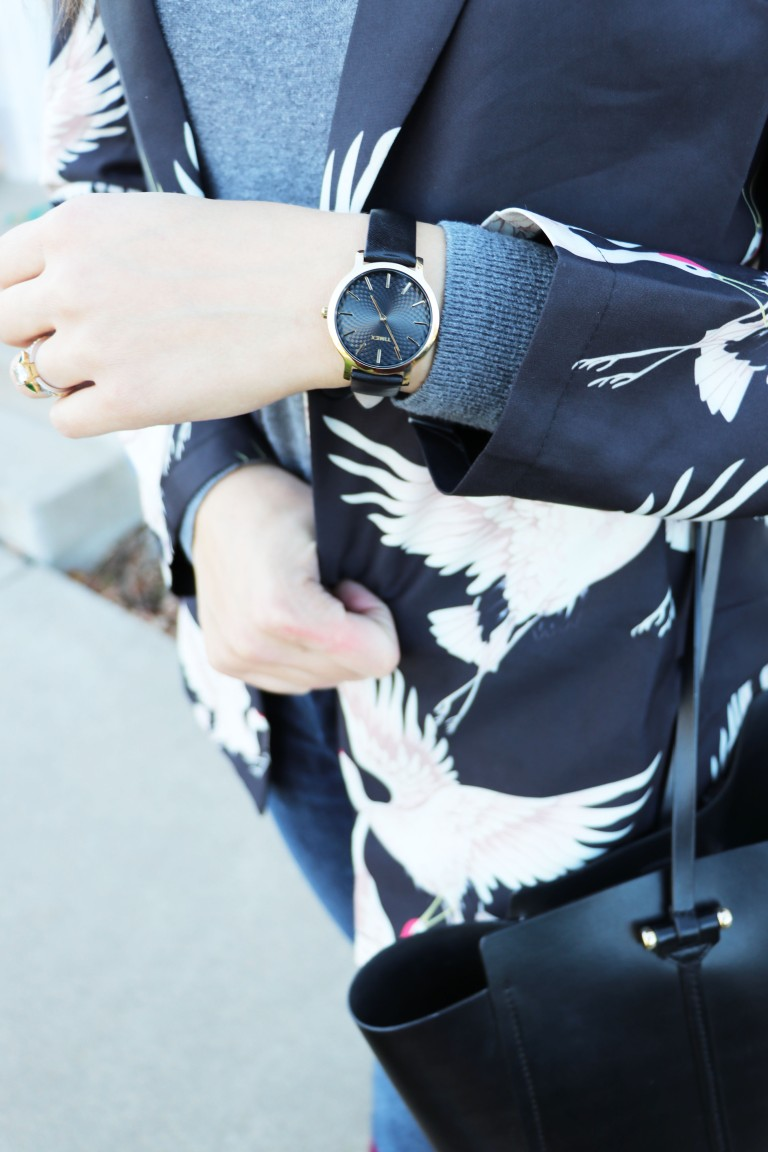 classic wristwatch watch in black and gold copy
